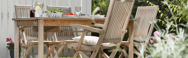 Gartenmöbel aus Holz reinigen und pflegen